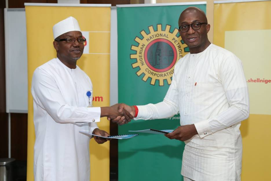 Director and General Manager, Business and Government Relations of The Shell Petroleum Development Company of Nigeria Limited, Bashir Bello (left) exchanging a signed $200 million Shell Contractor Support Fund Memorandum of Understanding with the General Manager Energy Bank of the United Bank for Africa, Ebele Ogbue in Abuja… on Friday.