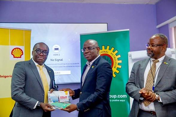 L-R; The Chairman, Nigeria Council of the Society of Petroleum Engineers (SPE),  Debo Fagbami; Managing Director, Shell Nigeria Exploration and Production Company (SNEPCO), Bayo Ojulari; and SNEPCo's Subsurface Lead , George Otoh, at the presentation of the 2019 edition of the Shell in Nigeria Briefing Notes to SPE during a visit to SNEPCo head office in Lagos… recently.