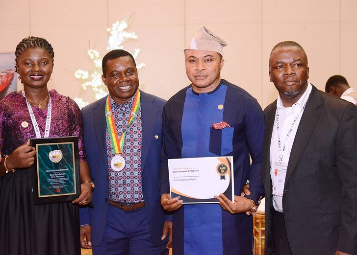 Shell Nigeria wins Best Exhibitor at 2019 National Association of Petroleum Explorationists annual international conference and exhibition, held in Lagos. Displaying the awards (from right) Shell General Manager, Exploration, Mr. Dan Agbaire (Represented the Country Chairman, Shell Companies in Nigeria, and Managing Director, The Shell Petroleum Development Company of Nigeria Limited, Mr. Osagie Okunbor); Geophysicist Lead, Mr. Magnus Kanu; newly inducted Fellow of NAPE and Shell General Manager, Development, Mr. Chibogwu Sam Ezugworie; and Operations Geophysicist, Mrs. Uche Aigbokhai.