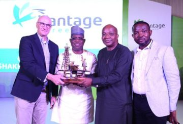 L-R: Deep-water Wells Operations Manager, Shell Nigeria Exploration and Production Company Limited (SNEPCo), Mark Koper; SNEPCo's Managing Director, Bayo Ojulari; Chairman Julius Berger, Mutiu Sunmonu; and Chief Executive Officer, Vantage Screens Nigeria, Oladipo Adebo at the unveiling of Vantage Screens Nigeria Limited and presentation of recognition award to Shell for its support to local service companies.