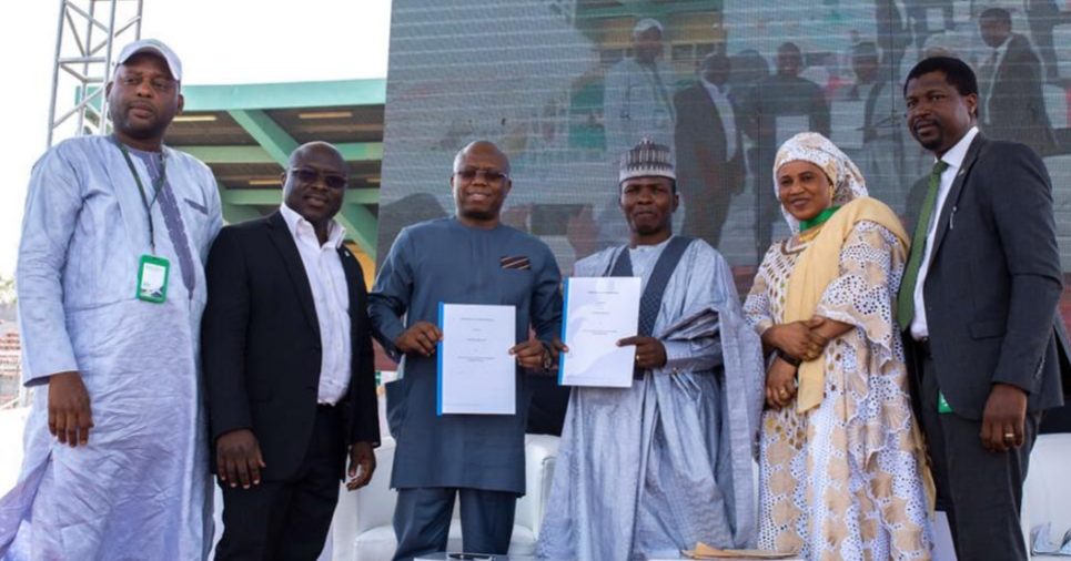 L-R: Ibrahim Muhammad-Fari, Cluster Head/Experience Centre Manager, North Zone, Heritage Bank; Ahmad Isa-Dutse, Regional Head, North-East & North-West, Heritage Bank; Jude Monye, Executive Director, Heritage Bank; Binchang Binfa, MD, Makarios Global Resources Ltd and Project Consultant to Gezawa Commodity Market & Exchange Limited; Haj. Bilkisu Aliyu, Head of Operations – Project Implementation, Gezawa Commodity Market & Exchange Limited and Adelana Ogunjirin, Team Lead, Agric. Finance & Export, Heritage Bank, during the Heritage Bank signing of MoU, as the Lead Settlement Bank and Transaction Adviser to the Gezawa Commodity Market and Exchange Ltd, in Kano, at the weekend.