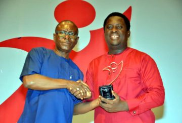 Steve Omanufeme, Managing Director & Editor in Chief, Daily Independent Newspaper presenting the Telecommunications Company of the Year Award to Airtel Nigeria's Head of Public Relations, Erhumu Bayagbon, at the Daily Independent Awards held recently