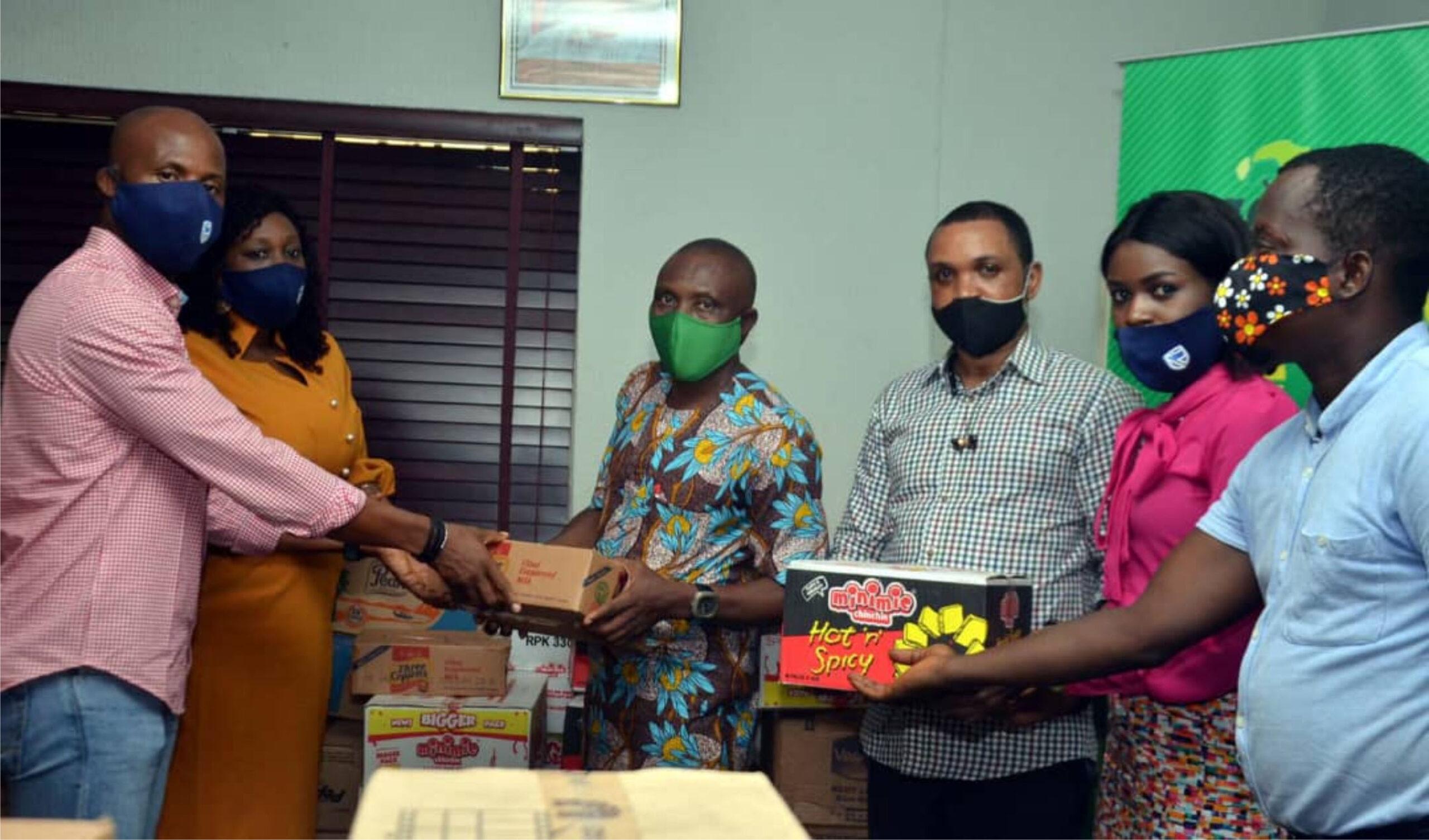 L-R: Mr. Obum Okoli, Treasurer, Advertisers Association of Nigeria (ADVAN), Ediri Ose-Ediale, Executive Secretary, ADVAN, Princewill Ekwujuru, Chairman, Brand Journalists Association of Nigeria (BJAN), Adeyemi Olufemi, Chief Information Officer, BJAN, Bukola Bankole, Publicity Secretary, ADVAN and Lukman Ishau, General Secretary, BJAN during Advertisers' Community Support Initiative organised by ADVAN to ease the effect of the COVID-19 pandemic in Lagos.